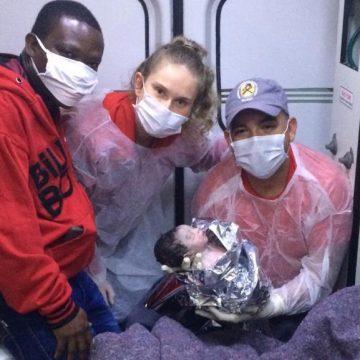 Bombeiros Voluntários de Presidente Getúlio realizam parto em ambulância