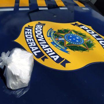 Homem é preso com cocaína, durante abordagem da PRF