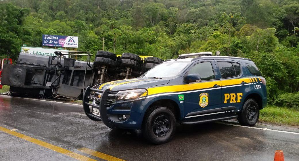 Acidente de trânsito bloqueia BR-470, em Lontras