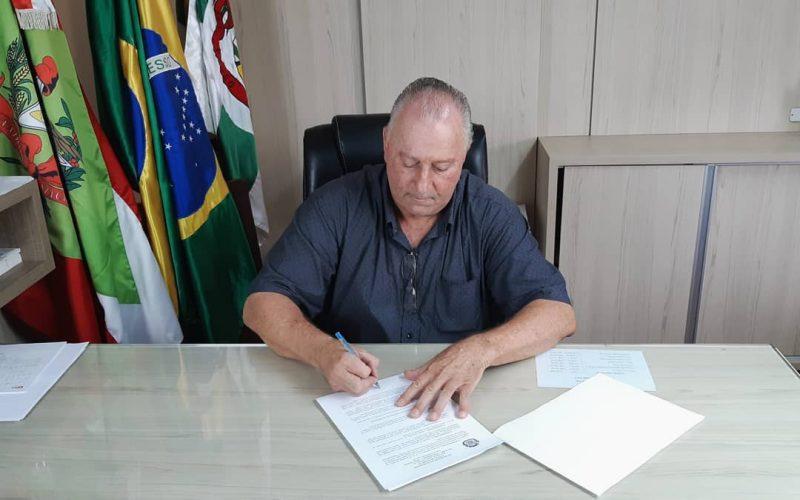 Oscar Gutz é reeleito com 62,53% dos votos de Pouso Redondo