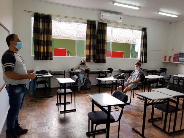 Governo de SC autoriza retorno das aulas presenciais