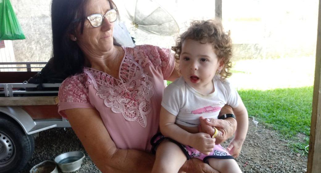 Família levanta recursos para que menina com má formação nos pés possa  ter acompanhamento médico e andar