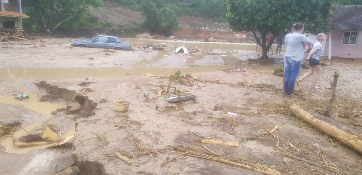 Temporal provoca inundações e mortes em bairro de Presidente Getúlio