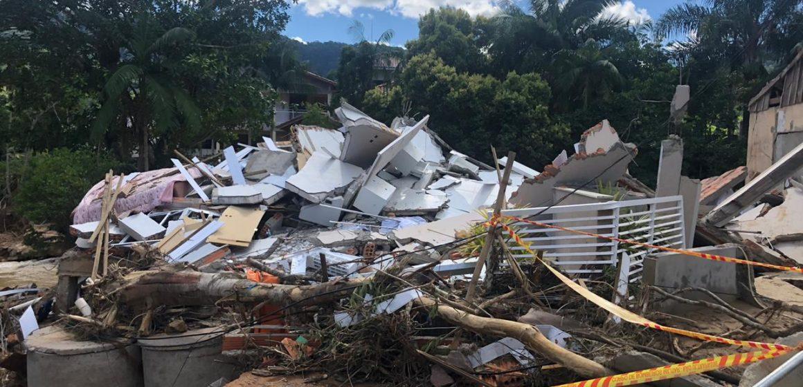 Após enxurrada, 8 famílias de Rio do Sul não poderão voltar para casa