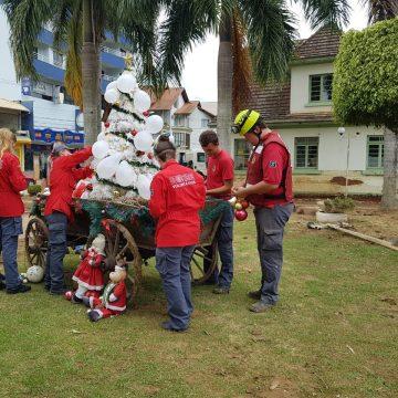 bombeiros voluntários que atuaram, EM PRESIDENTE GETÚLIO, prestam homenagem aos moradores e VÍTIMAS DA ENXURRADA