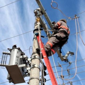 Após temporal, 10 mil unidades consumidoras da região permanecem sem energia elétrica