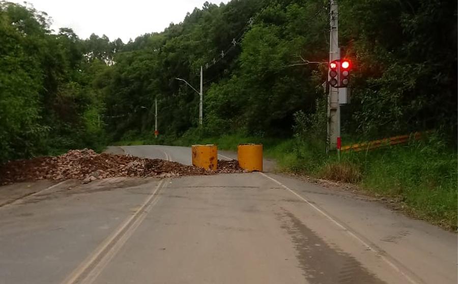 Estrada Blumenau, em Rio do Sul, seguirá interditada por tempo indeterminado