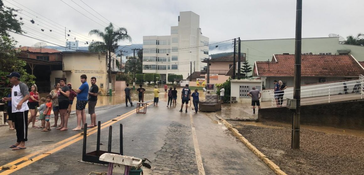 Após enxurrada, arquitetos fazem levantamento de danos e risco de edificações em Ibirama