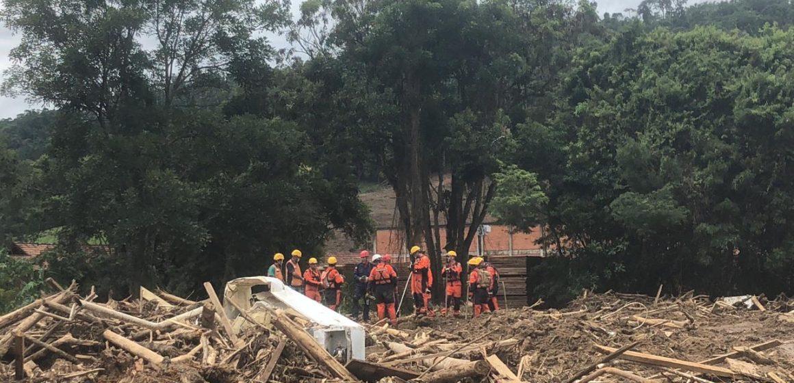 Sobe para 18 número de mortos em enxurrada que atingiu a região