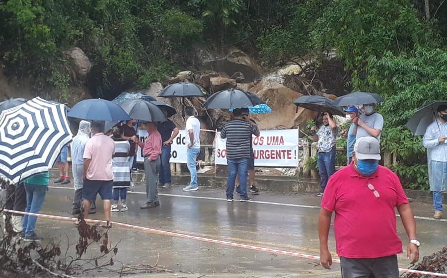 Após manifestação da comunidade, Estado assina ordem de serviço para reparos na ponte entre Dona Emma e Presidente Getúlio