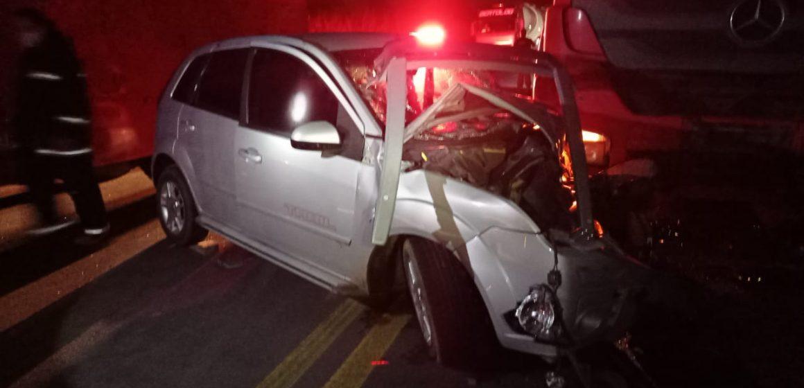 Após acidente com mulher embrigada, homem que ficou parado na pista é preso por também estar embriagado