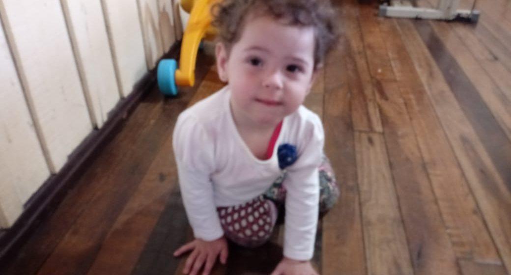 Moradora de Rio do Sul busca auxílio financeiro para consulta de filha com má formação nos pés