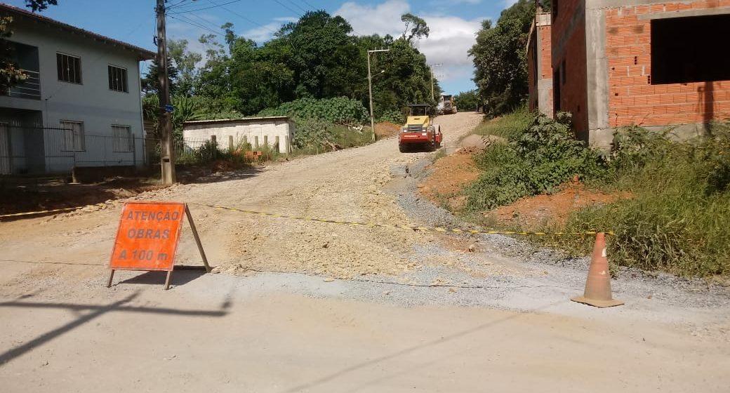 Secretaria de Obras de Rio do Sul inicia pavimentação da Rua Lauro Fronza, no Taboão