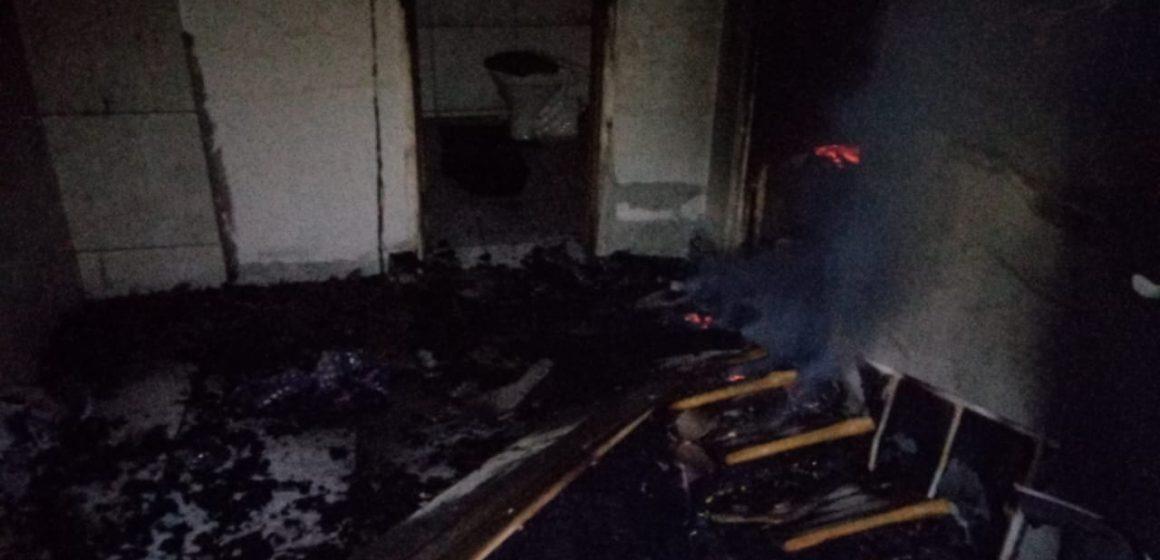 Casa em Agronômica fica totalmente destruída após incêndio