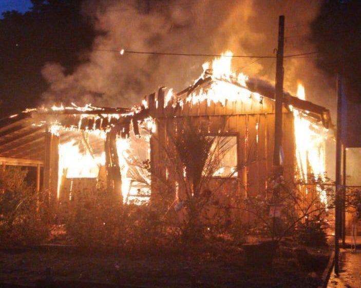Casa é destruída por incêndio em Mirim Doce