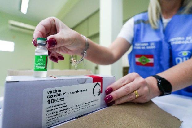 47,5 mil doses da vacina de Oxford chegam a SC
