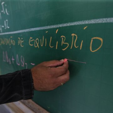 Lontras abre processo seletivo para contratação de profissionais da área da educação