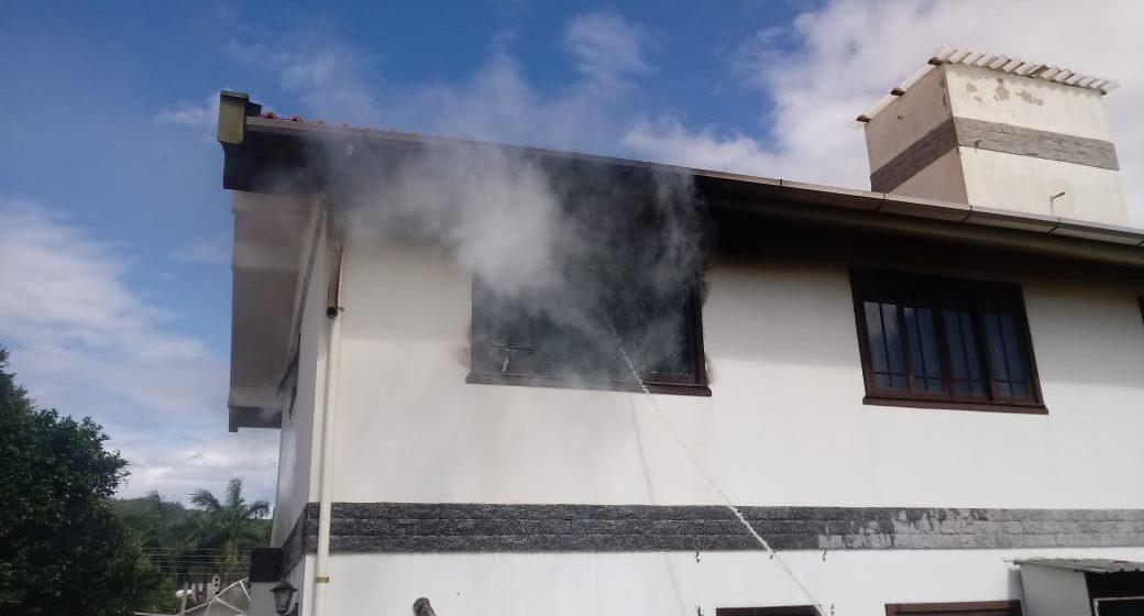 Incêndio atinge casa em Lontras