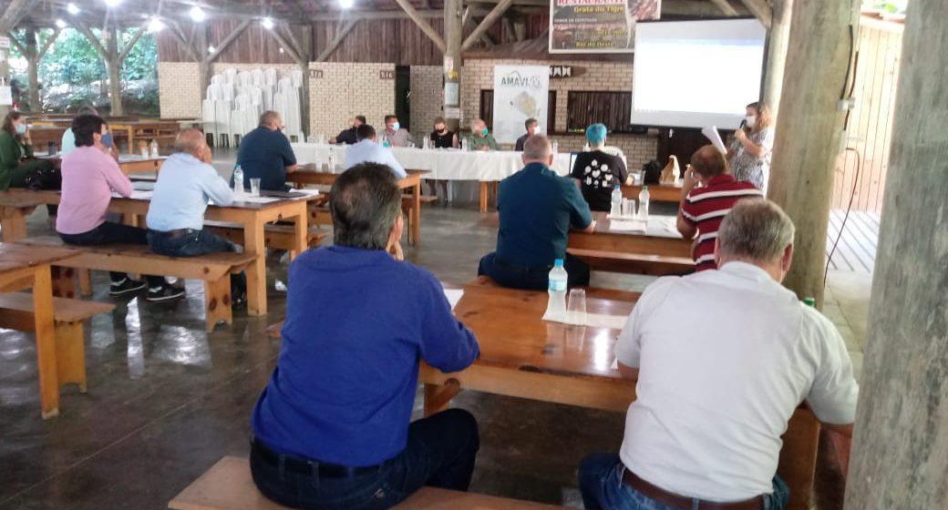 Municípios do Alto Vale recebem do presidente Jair Bolsonaro veículos para Assistência Social