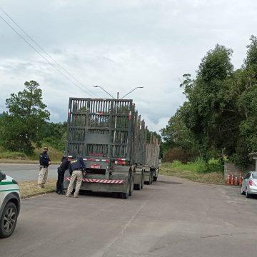 PRF flagra caminhão com placa supostamente adulterada
