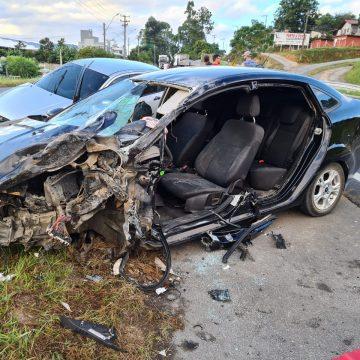 Acidente na BR-470 envolve três veículos e deixa duas pessoas feridas