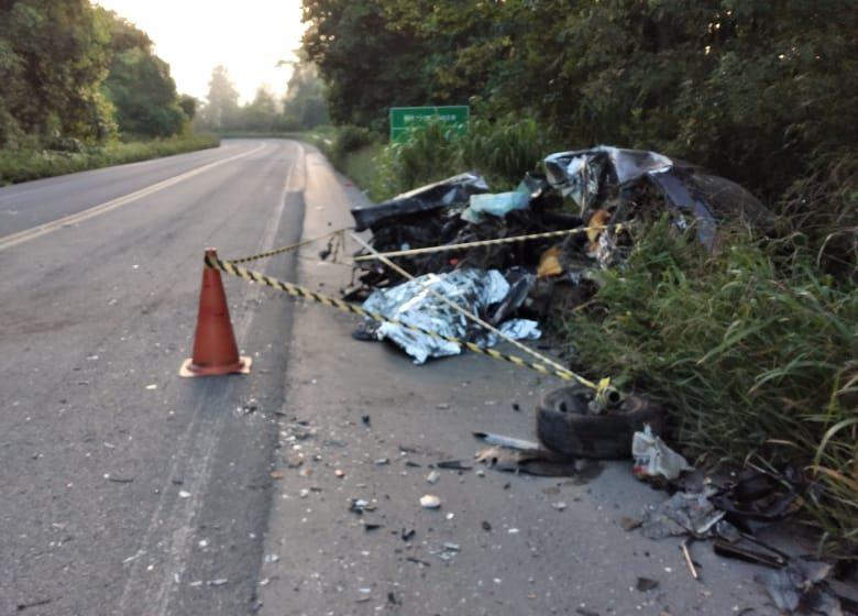 Motorista morre em batida entre carro e caminhão, na BR-470, em Pouso Redondo
