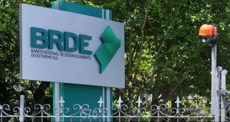 Empresários atingidos pela enxurrada em Presidente Getúlio e Ibirama podem contar com recursos do BRDE