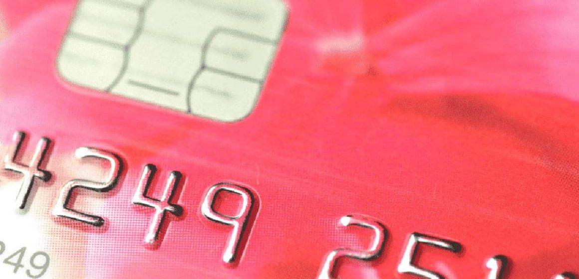 Golpe pede que usuários quebrem cartão do banco e entreguem chip