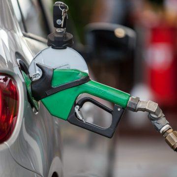 Gasolina chega a R$ 5,00. Entenda motivação para a alta