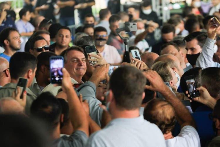 Em SC, Bolsonaro diz que Brasil está em busca da sua própria vacina contra o coronavírus