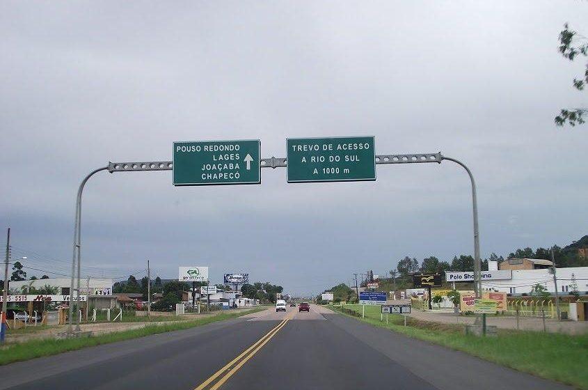 DNIT executa serviços na BR-470, em Rio do Sul e Laurentino