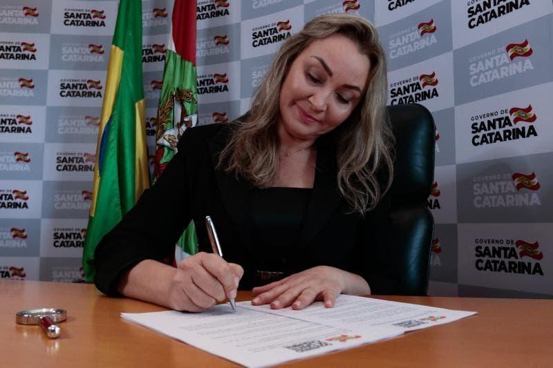 Ao assumir o governo, Daniela Reinehr anuncia mudanças na Secretaria da Saúde de SC e em outras pastas