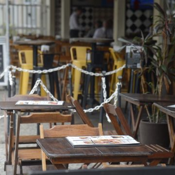 Restaurantes se mobilizam para tentar flexibilizar regras para atendimento do setor