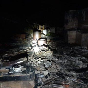 Incêndio destrói casa em Mirim Doce