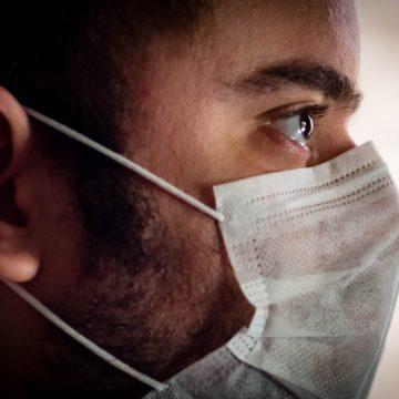 Órgãos fiscalizadores têm poder de polícia para aplicar multa em quem estiver sem máscara