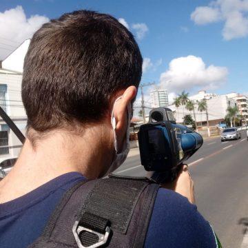 Guarda Municipal flagra veículos trafegando a 90 km/h no centro de Rio do Sul