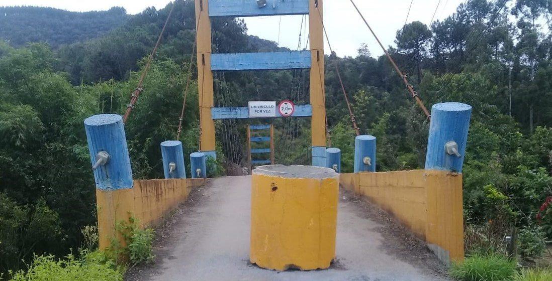 Ponte que liga bairro Barragem e BR-470 deve permanecer interditada para passagem de veículos, por cerca de 6 meses