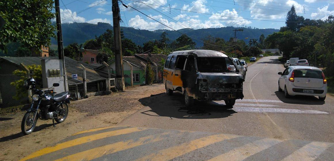 Incêndio destrói oficina mecânica, veículos e equipamentos, em José Boiteux