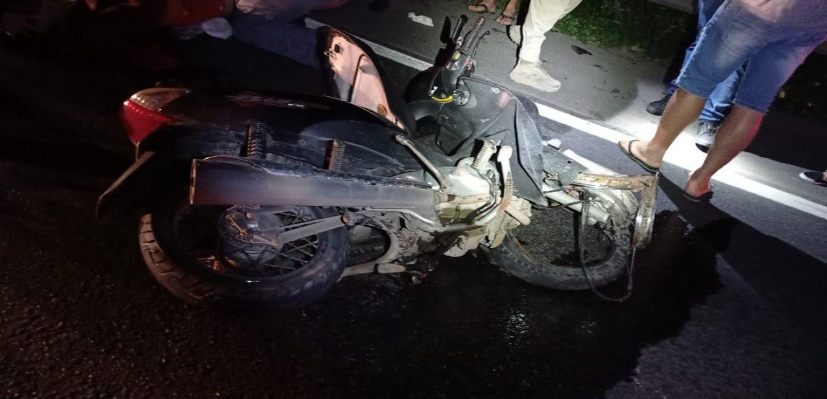 Dois jovens ficam gravemente feridos em acidente na BR-470