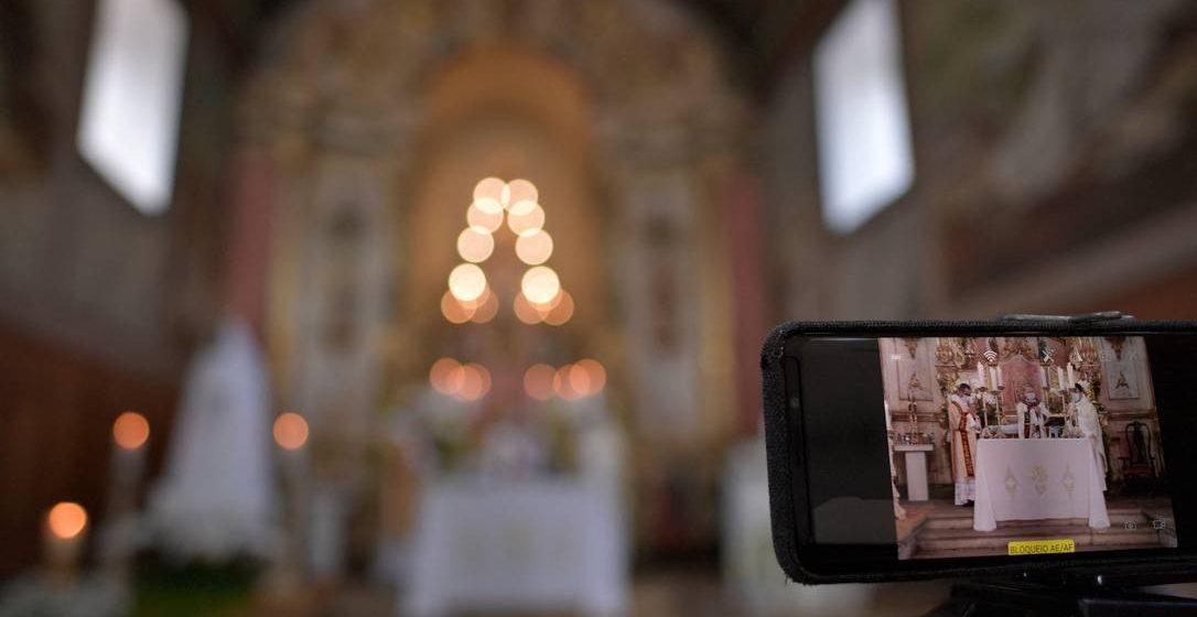 Gilmar Mendes derruba decisão de manter proibição de missas e cultos