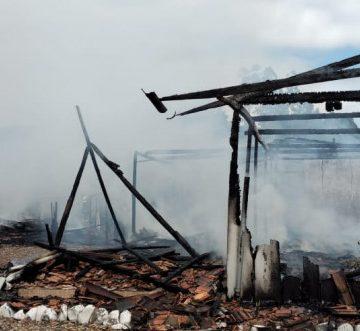 Incêndio destrói casa em Pouso Redondo