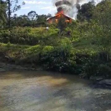 Incêndio atinge casa em Taió