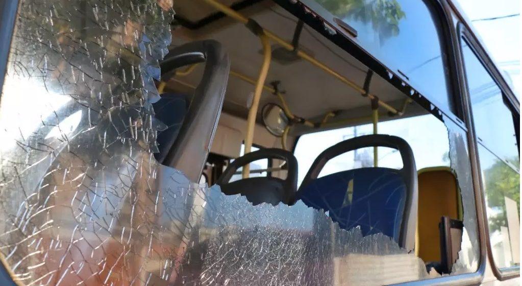 Tiros atingem ônibus escolar em Lontras