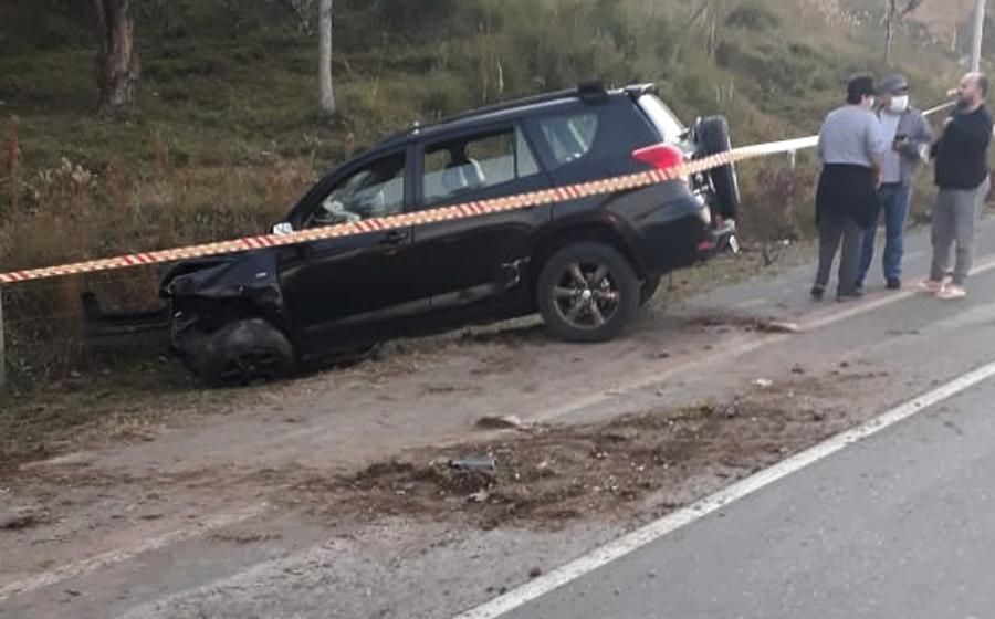 Motorista sofre fraturas após colisão e saída da pista, em Rio do Oeste