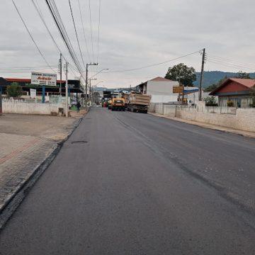 Pavimentação da Rua Dom Pedro II, em Rio do Sul, deve ser concluída na próxima semana