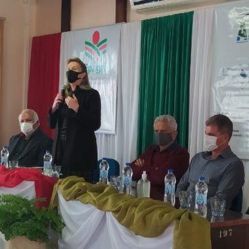 Durante assembleia da Amavi, secretário adjunto de agricultura e presidente da Epagri apresentaram programas de incentivo