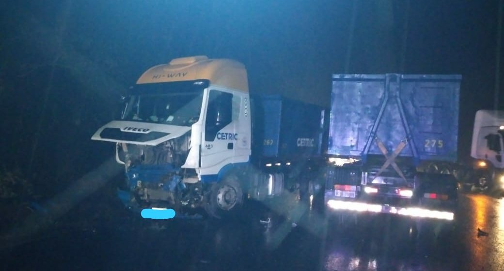 Mulher morre em batida entre carro e caminhão na BR-470, em Trombudo Central