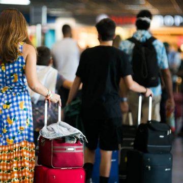 Governo estuda restringir até conexões em aeroportos brasileiros para conter cepa indiana do coronavírus