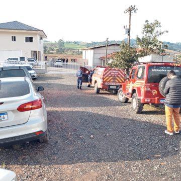 Policiais cumprem mandado de prisão preventiva contra marido de Vanisse Venturi, em Agronômica