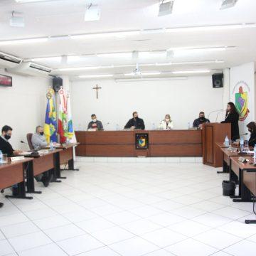 Vereadores pedem revisão do projeto que aumenta acesso de comissionados a  funções de chefia da prefeitura de RSL